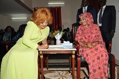 Madame Chantal BIYA visite la Fondation « Grand Cœur » (1)
