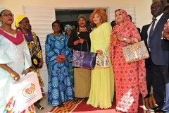 Madame Chantal BIYA visite la Fondation « Grand Cœur » (2)