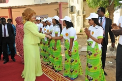 Madame Chantal BIYA visite la Fondation « Grand Cœur » (4)