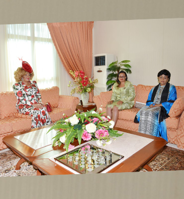 The First Lady with the spouses of the close collaborators of the Head of State
