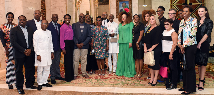 Madam Chantal BIYA receives a group of artists